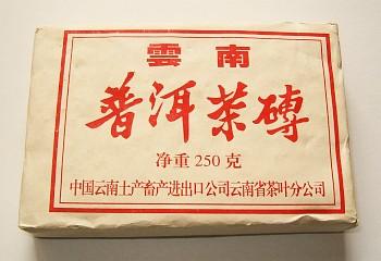 u nás běžně dostupný lisovaný Pu-Erh tmavého typu - Yunnan Brick 250g